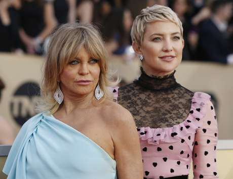 Actresses Goldie Hawn and Kate Hudson, mother and daughter, come in to the 24, Screen Actors Guild Awards in Los Angeles, ca, USA 21/01/2018 REUTERS/Monica Almeida)