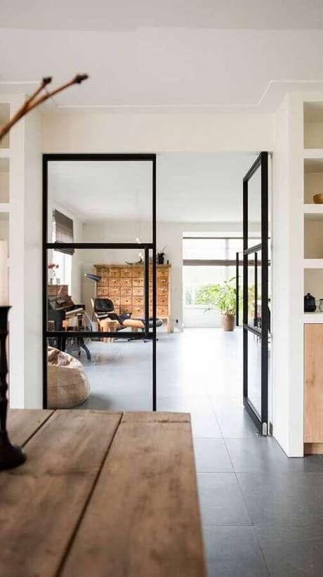27. Decoração minimalista com porta francesa de vidro com estrutura preta – Foto: Archello