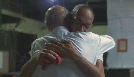 O momento do abraço de Drauzio em Suzy: a solidariedade geral virou indignação coletiva
