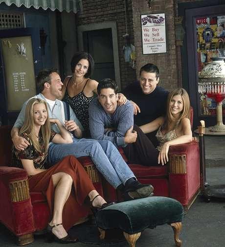 Jennifer Aniston, Courteney Cox, Lisa Kudrow, Matt LeBlanc, Matthew Perry, e David Schwimmer em Friends (1994)