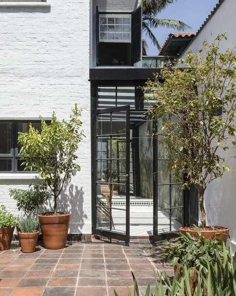 42. Porta francesa de alumínio e vidro para área externa – Foto: In House