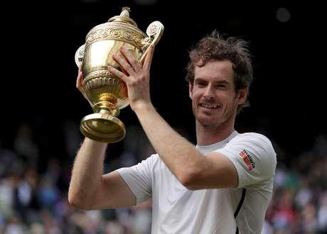 Andy Murray celebra conquista do torneio de Wimbledon em 2016 10/07/2016 REUTERS/Andrew Couldridge