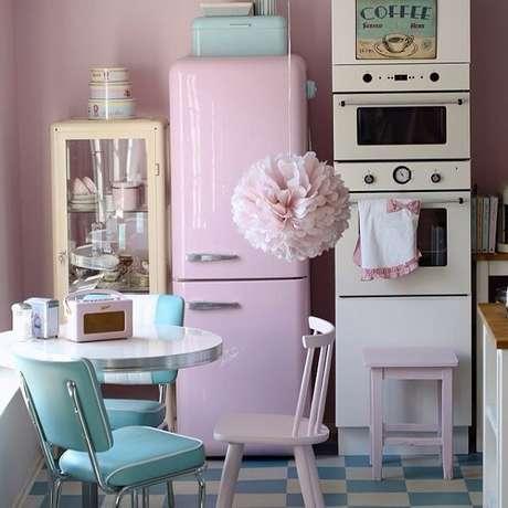 55. Tons claros deixam o ambiente muito mais clean em uma decoração vintage – Foto: Via Pinterest