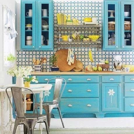 5. Os armários de cozinha podem ser uma ótima opção para otimização e decoração do espaço – Foto: Via Pinterest