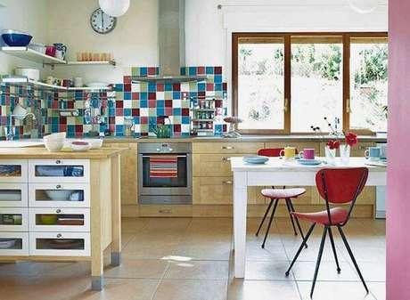 54. Azulejos coloridos são ótimas escolhas – Foto: Tua casa