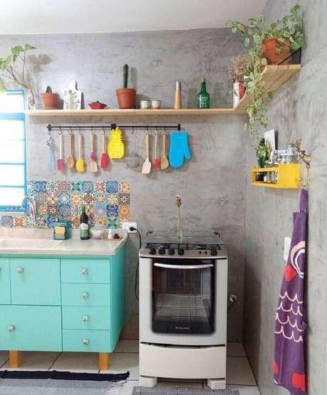 36. Utensílios expostos são uma das características de uma cozinha vintage – Foto: Via Pinterest