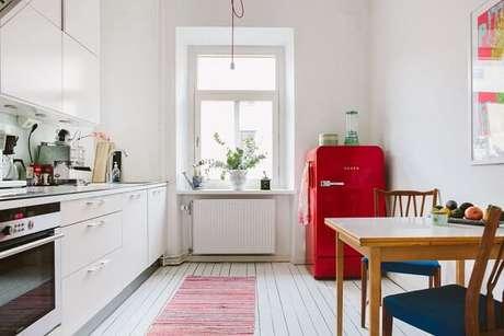 43. O toque de cor na decoração vintage pode vir de um móvel – Foto: Via Pinterest