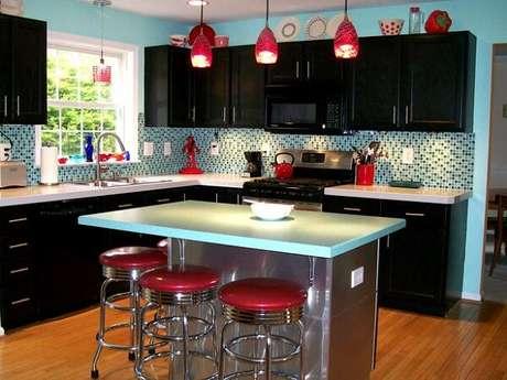 35. Uma cozinha vintage também pode ser muito moderna – Foto: Via Pinterest