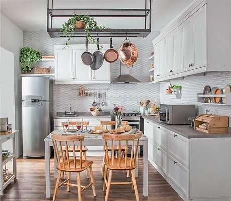 68. Decoração clean para uma cozinha vintage moderna – Foto: Via Pinterest