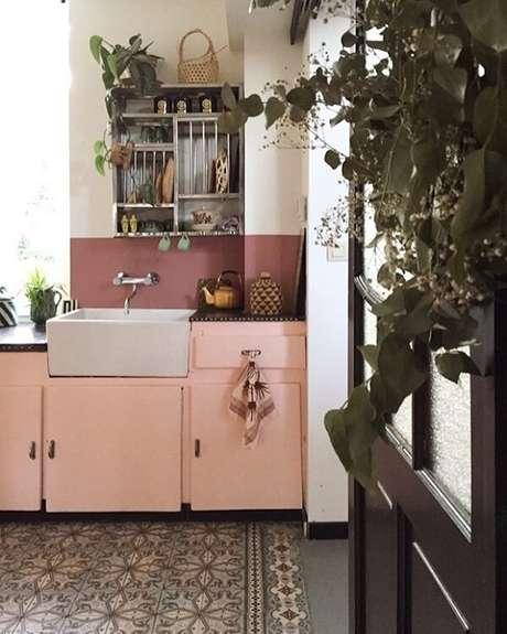 27. Os tons e móveis no estilo de cozinha vintage transmitem um ar retrô – Foto: Casa Vogue
