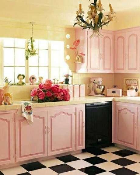 26. Cozinha vintage rosa deixa o estilo muito mais delicadeza – Foto: Via Pinterest