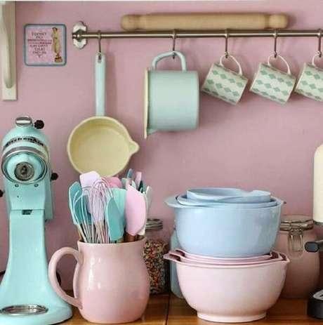 6. Utensílios de cozinha vintage são ótimos para compor também a decoração – Foto: Via Pinterest