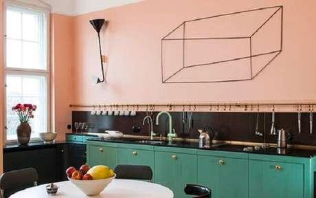 10. Misturar cores de móveis e paredes deixa sua cozinha vintage incrível – Foto: Casa Vogue