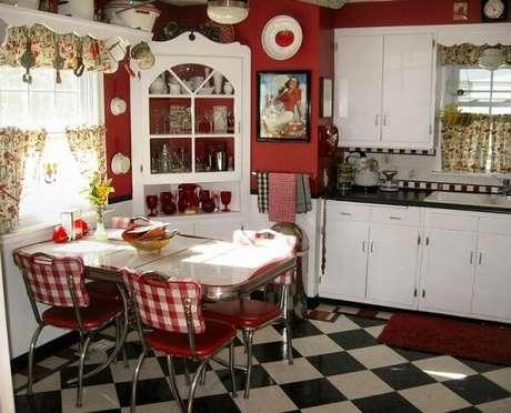 13. A estampa xadrez traz ainda mais personalidade a cozinha vintage – Foto: Casa e festa