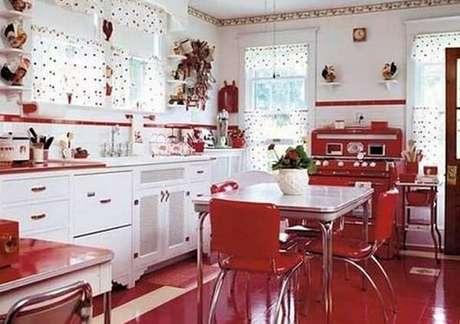 17. Os tons branco e vermelho são uma ótima combinação em uma cozinha vintage – Foto: Mente Flutuante Retrô