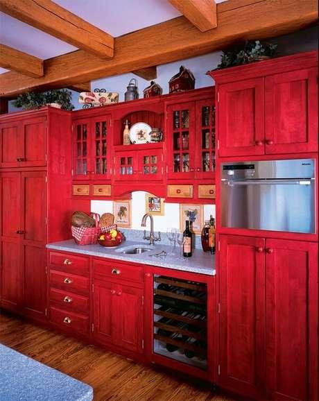 19. A cor vermelha é uma ótima escolha para um estilo de cozinha vintage – Foto: Via Pinterest