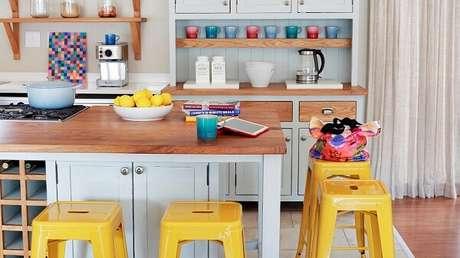 9. Destacar as cores nos móveis também são uma ótima opção na decoração vintage – Foto: Westwing