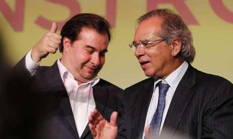 Guedes elogia Maia e ensaia aproximação com o Congresso