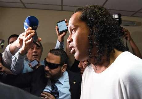 Ronaldinho está em prisão domiciliar desde o dia 7 de abril, em Assunção (Foto: Norberto Duarte/AFP)