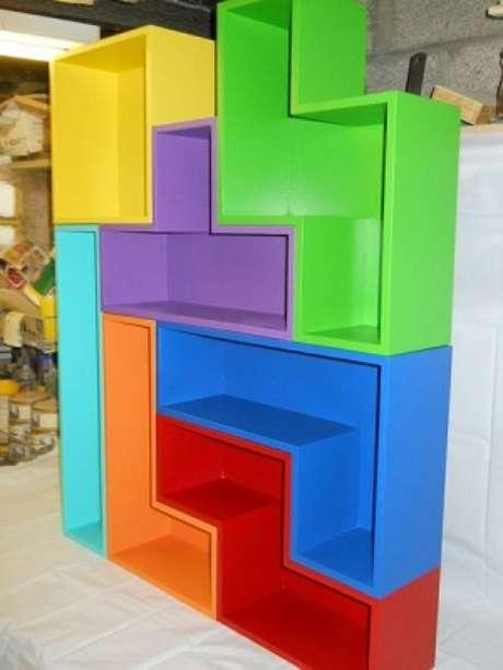 27. Quarto gamer com móvel inspirado em tetris