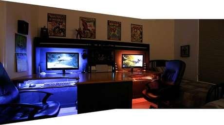 4. Um quarto gamer sempre conta com objetos de decoração como pôsteres e action figures