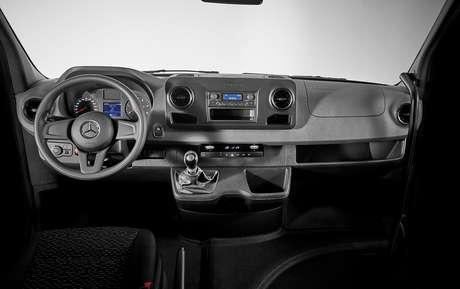 O motorista conta com tecnologia de segurança exclusivas no segmento de vans.