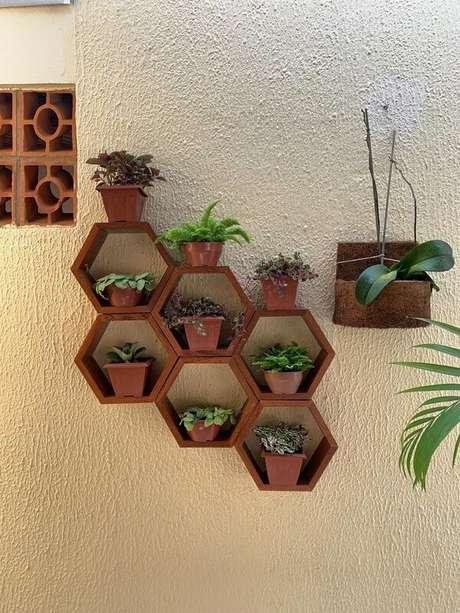 49. Jardim na área externa também pode ser cultivado em nichos – Foto: Via Pinterest