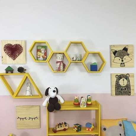 17. Nicho colorido em um quarto infantil, otimiza e decora o ambiente – Foto: Via Pinterest