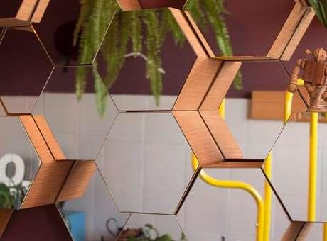 44. O nicho colmeia possui diversos modelos entre eles até um espelhado – Foto: Hometeka