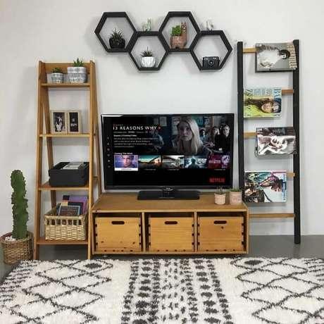 11. Nicho de colmeia em uma sala criativa é uma escolha incrível – Foto: Tadah
