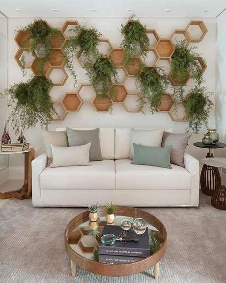 34. Jardim na sala é possível com os nichos colmeia – Foto: Via Pinterest