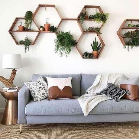 31. Um jardim na área interna pode ser cultivado em nichos na sala – Foto: Revista Viva Decora