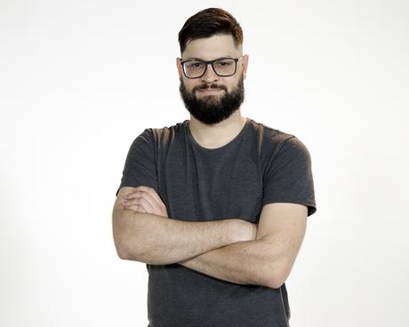O cofundador da produtora de podcasts Half Deaf, Lucas Patrício
