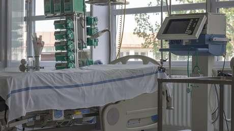Percentual de mortes entre pacientes internados com covid-19 em UTIs do Reino Unido foi de cerca de 45%
