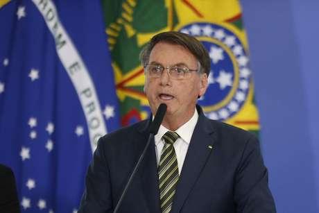 Bolsonaro fala em 'crise institucional' com o STF