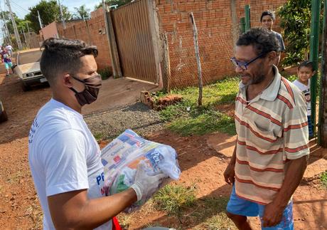 Lateral do Cruzeiro faz doações no Mato Grosso do Sul (Foto: Divulgação)