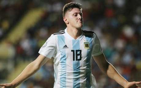 Adolfo Gaich é atacante clássico devido a força, estatura e faro de gol (Divulgação)