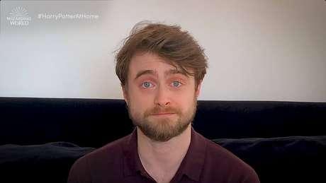 Daniel Radcliffe, protagonista dos filmes 'Harry Potter', aparece em vídeo lendo o primeiro livro da franquia