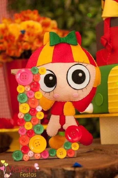 21. A boneca de pano mais famosa, Emilia, também é ótima como ideias de tema para mesversário – Foto: Mariah Festas