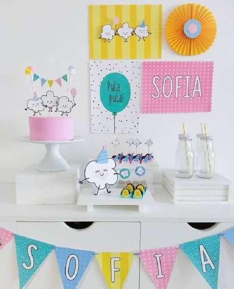 43. Ideias de decoração colorida para temas de mesversário simples – Foto: Pinterest