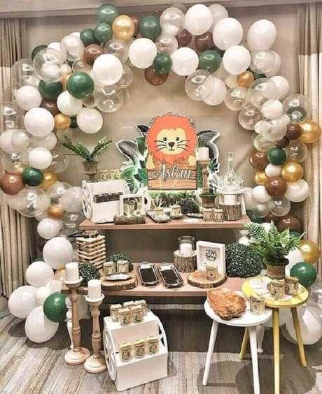 23. Linda decoração para festa leãozinho como temas de mesversário – Foto: Iza Eventos