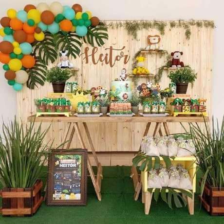 32. A festa safári garante lindas decorações como temas de mesversário – Foto: Pinterest