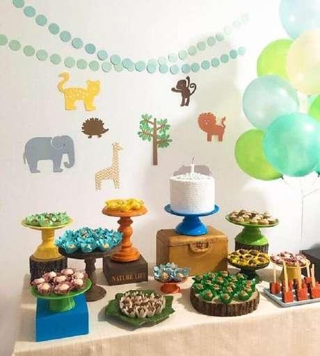 44. Decoração simples para festa safári como temas de mesversário – Foto: Blog Caderninho da Mamãe