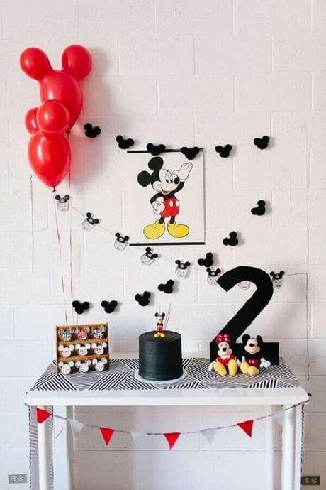 45. Decoração simples para festa do Mickey como ideias de tema para mesversário – Foto: A Minha Festinha