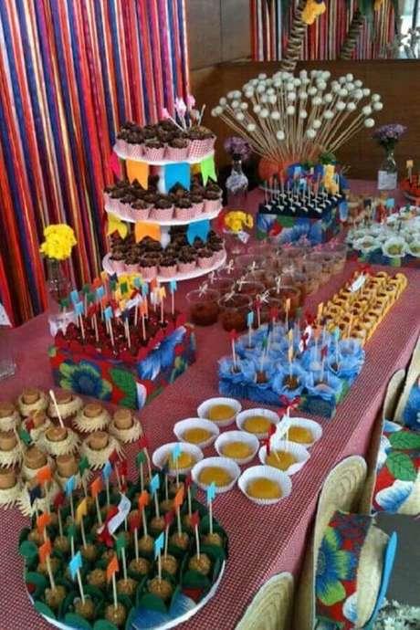 8. Festa junina como temas de mesversário simples – Foto: A Revista da Mulher