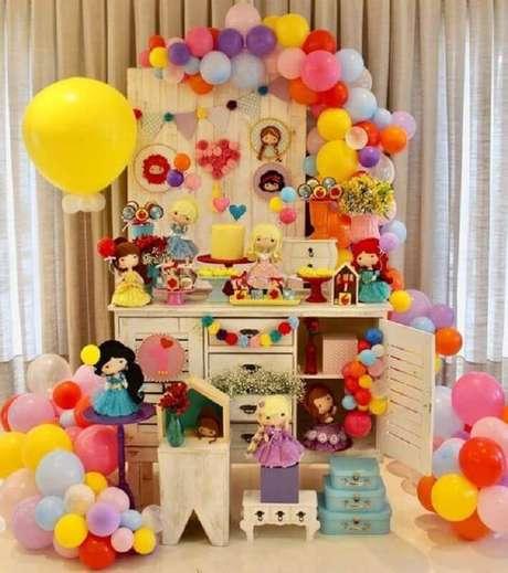 34. Festa das princesas como tema de mesversário menina – Foto: A Minha Festinha