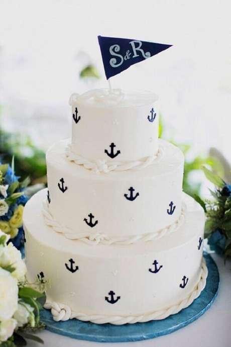 53. Lindo bolo personalizado para tema de mesversário marinheiro – Foto: A Minha Festinha
