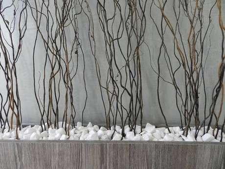 12. Brita branca em vaso decorativo. Projeto de Ane de Conto