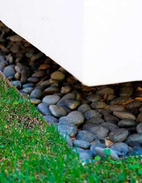 32. Pedras cinzas para jardim. Projeto de Daniel Nunes Paisagismo