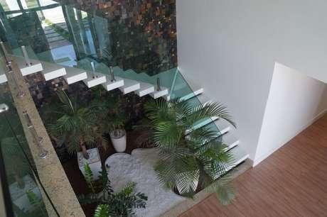 7. As pedras para jardim podem ser usadas em ambientes internos e externos. Projeto de Carin Cordeiro Gonçalves